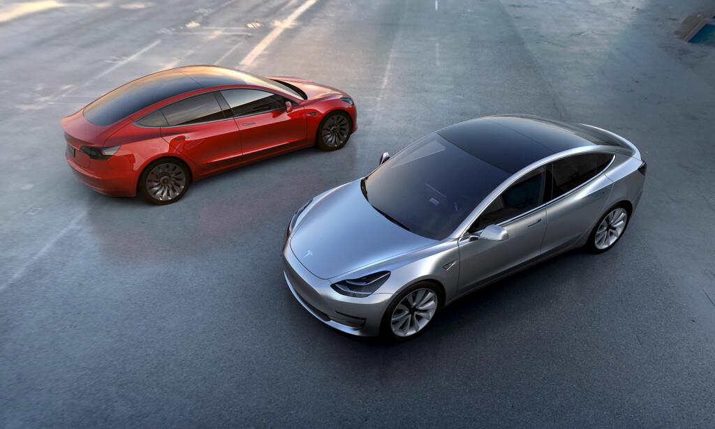 FOLKEBIL? Tesla Model 3 blir rimeligere og er ment å nå ut til «vanlige folk». Foto: Tesla
