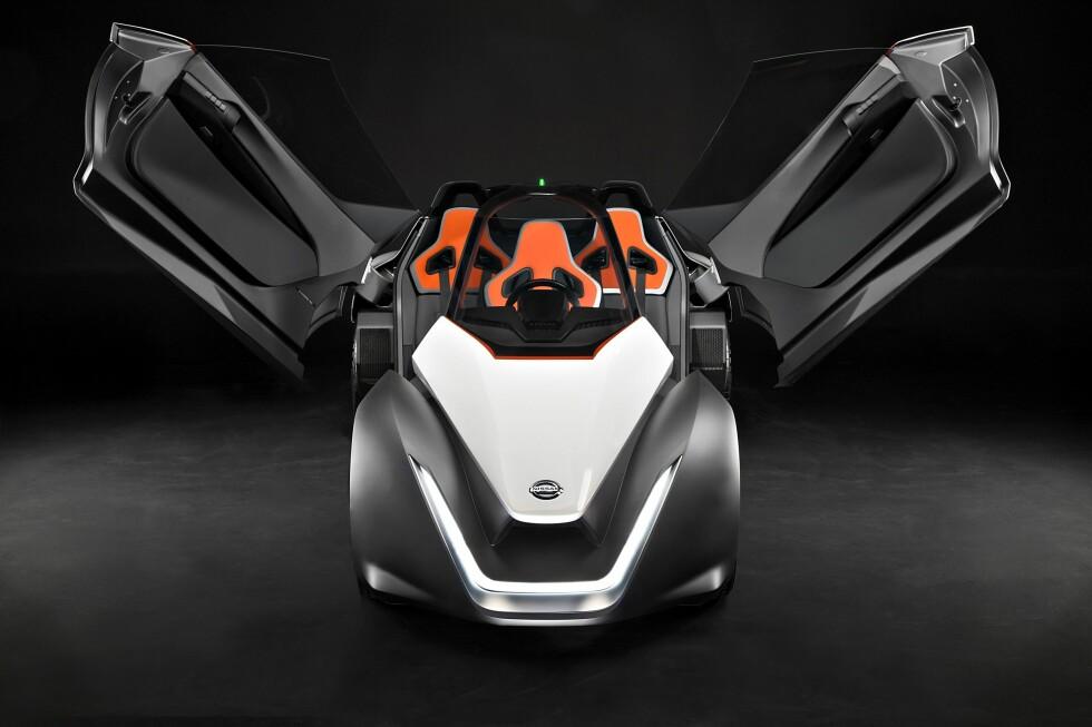 ROMSKIP? Med falkevinger og tre seter ser Nissan Bladeglider ut som et mindre romskip!  Foto: NISSAN