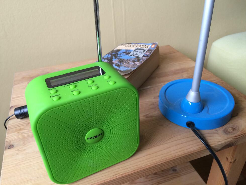 KNAPT MERKBART: Har du denne på nattbordet, vil du neppe gå konkurs på strømregninga... Foto: Tore Neset