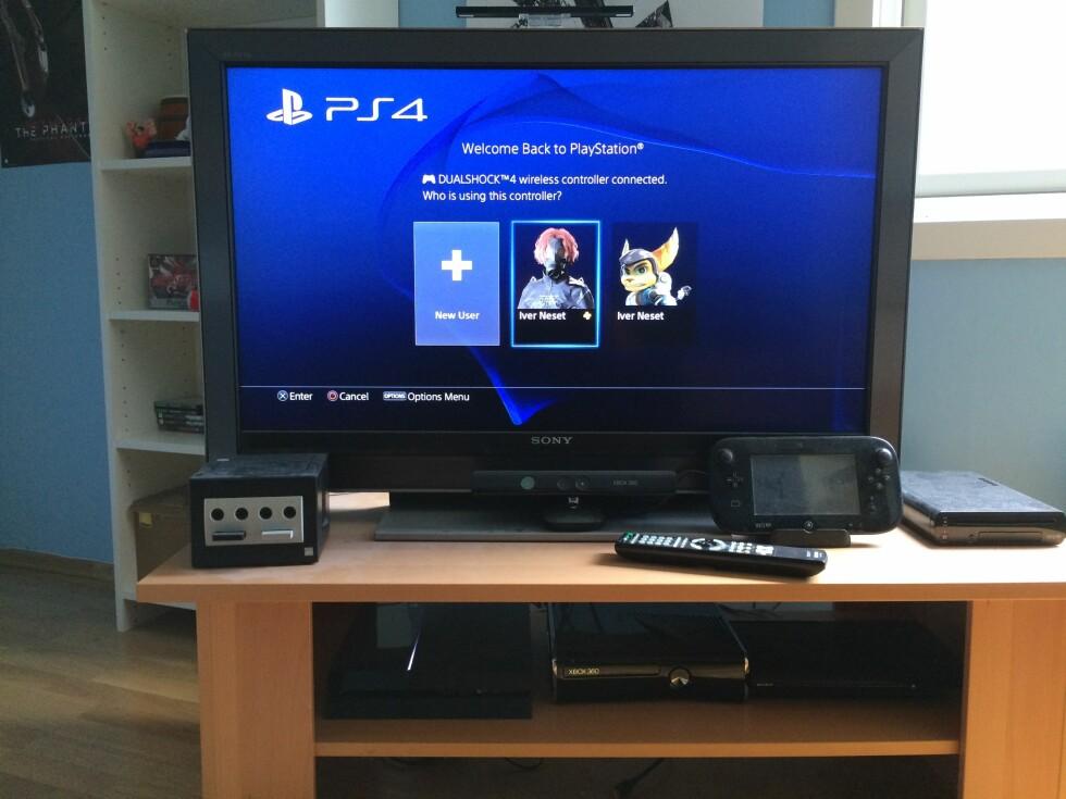 SPILL MED GOD SAMVITTIGHET: Konsoll og TV bruker til sammen 222 watt. Foto: Tore Neset
