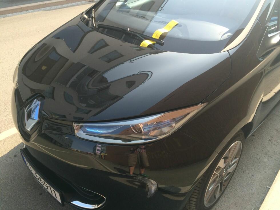 ÅNEI: Lite er mer irriterende enn å komme tilbake til bilen med en gul lapp på ruta. Ofte er det dog din egen feil. Foto: KNUT ARNE MARCUSSEN