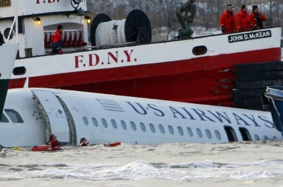 ALLE OVERLEVDE: 15. januar 2009 måtte US Airways Flight 1549 nødlande i Hudsonelva like etter takeoff. Alle 155 ombord overlevde. Foto: Scanpix