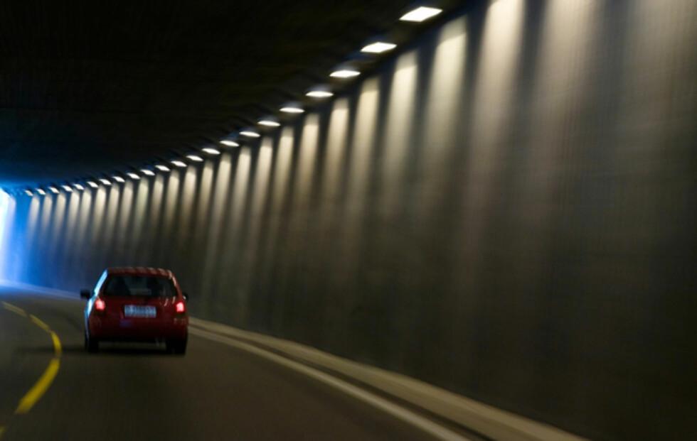 FALLER UT: Tuneller skaper ofte trøbbel for radiolytting i bilen. Foto: INGER MARIE GRINI/SCANPIX NTB