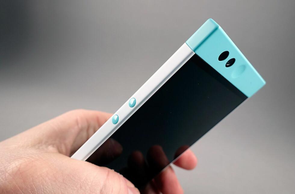 IKKE SOM DE ANDRE: Nextbits første telefon, Robin, fås i turkis farge. Foto: PÅL JOAKIM OLSEN