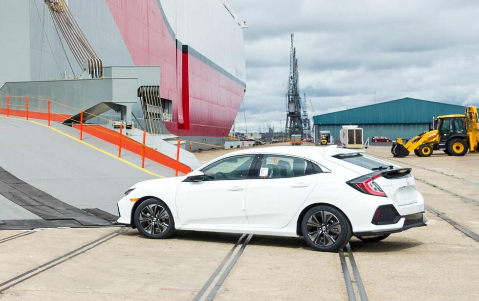 <strong><b>PRODUKSJONSBILEN:</strong></b> Ett av svært få eksisterende bilder av bilen som er i produksjon. Som vi ser er den så å si identisk med prototypen. Dette eksemplaret skal skipes til Nord-Amerika. Foto: HONDA