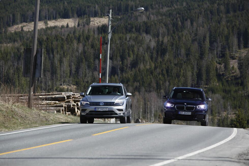 DUELL: Det er knyttet stor spenning til testen når vi legger ut på tur. Har BMW utbedret nok til å gå av med seieren?  Foto: ESPEN STENSRUD