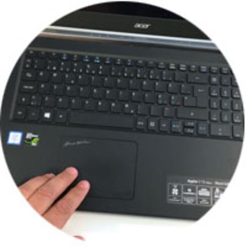 STOR ARBEIDSFLATE: En PC med 15,6 tommer skjerm byr som regel på romslig tastatur med nummertaster til høyre. Foto: Bjørn Eirik Loftås