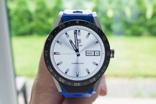 ANALOGT TILBUD: TAG Heuer gir deg tilbud om å kjøpe en analog klokke til hyggelig pris. Men vil den vse like bra ut som Connected? Foto: TIDSSONEN.NO
