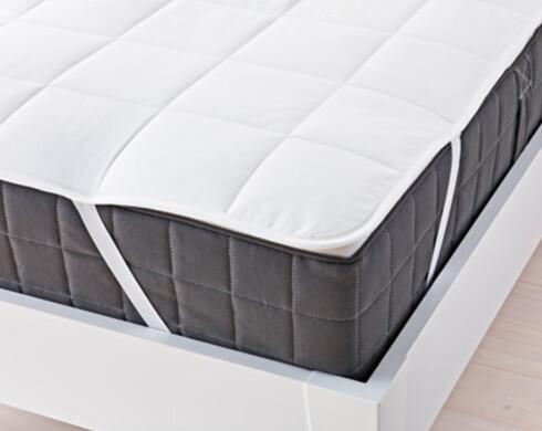 MADRASS-BESKYTTER: – Bruker du en madrass-beskytter, og er flink til å bytte eller rengjøre denne, trengs selve hovedmadrassen eller overmadrassen veldig sjeldent å gjøres ren, tipser Tommy Skipnes, butikksjef hos Norsk Sengesenter AS.