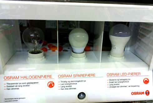 SAMMENLIKN: - Be om å få se hvordan lyskilden luyser, oppfordrer ekspert. Noen butikker har også slike lysmontere, som viser forskjellene. Foto: KRISTIN SØRDAL