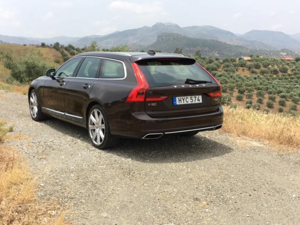 LEKKERBISKEN: Designet er noe av det vi liker best på nye Volvo V90. Foto: KNUT ARNE MARCUSSEN