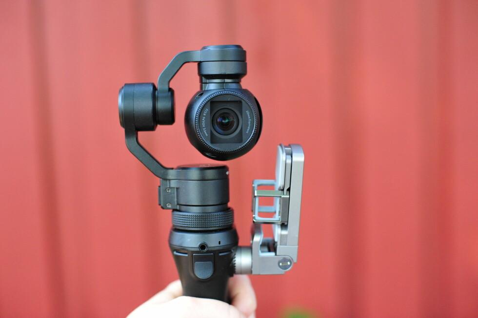 STABIL DJI Osmo er en tre-aksers gimbal og videokamera i ett. Foto: PÅL JOAKIM OLSEN