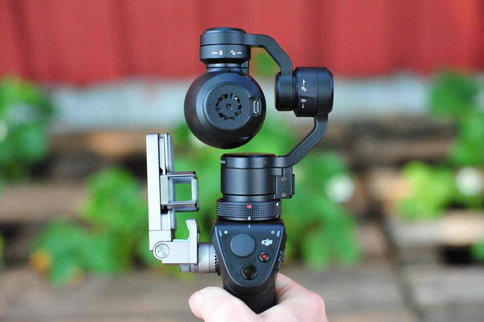 ALT PÅ TOMMELEN: Betjeningen er såre enkel på selve kameraet –en knapp for video, en for stillbilder og en joystick-innretning som lar deg panorere opp, ned og til sidene. Foto: PÅL JOAKIM OLSEN
