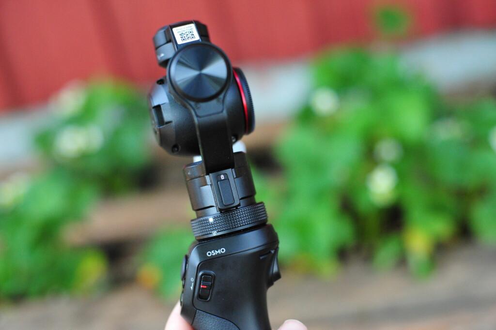 FØRSTE STEG: Før du slår på kameraet må du løsne de tre akselåsene. Den ene har en ekstra bryter som må vippes opp. Foto: PÅL JOAKIM OLSEN