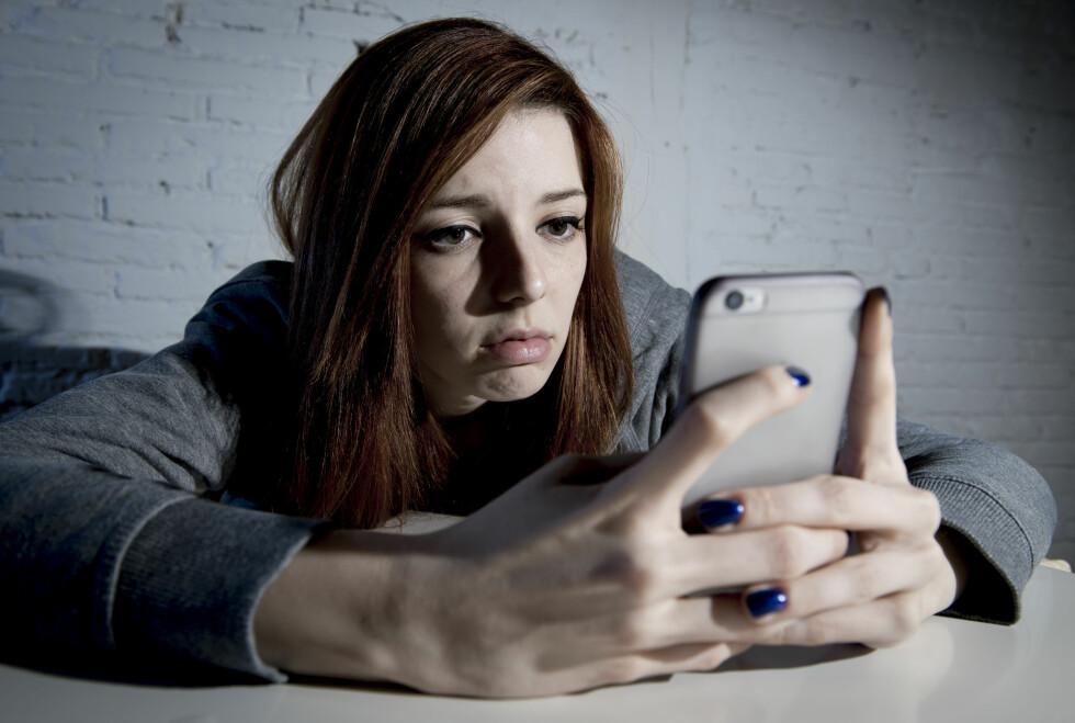 <strong>PLAGES DU?</strong> Unngå ubehageligheter ved å blokkere anrop og SMS fra enkelte. Foto: Marcos Mesa Sam Wordley / Shutterstock / NTB Scanpix