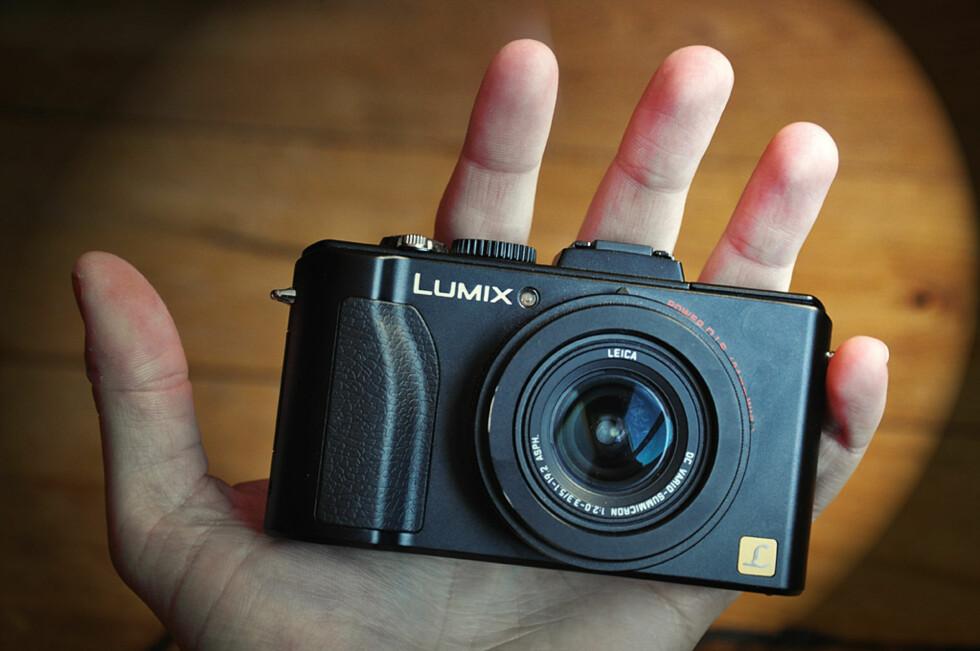 Panasonic Lumix DMC-LX5 er ett av de mest avanserte kompaktkameraene på markedet. Foto: Pål Joakim Olsen