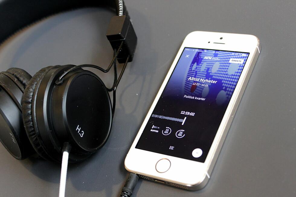 MER ENN DAB: På mobilen din har du tilgang både til hjemlige NRK over 100.000 andre stasjoner rundt om i verden. Foto: TORE NESET