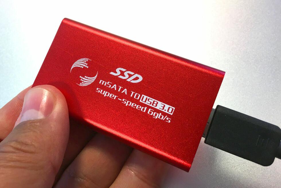 SMART GJENBRUK: Sett den gamle SSD-en inn i et lite kabinett, og vips - så har du laget et lynraskt eksternt lagringsmedium! Foto: BJØRN EIRIK LOFTÅS