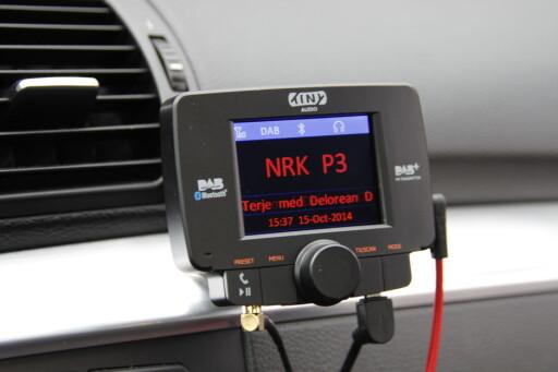 FRA DAB TIL FM: Tiny Audio C3 er et adapter som tar imot DAB-sendinger og sender det videre til FM-radioen din i bilen. Pris: 1.200 kroner. Foto: RUNE NESHEIM