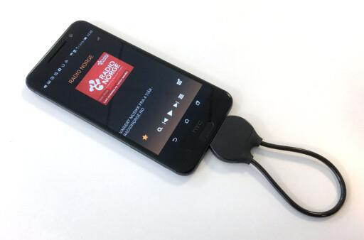 DAB PÅ MOBILEN: Denne dingsen heter PopYourPhone, og plugges i mobilens USB-port. En app gir deg deretter DAB på mobilen. Pris: 399 kroner. Foto: BJØRN EIRIK LOFTÅS