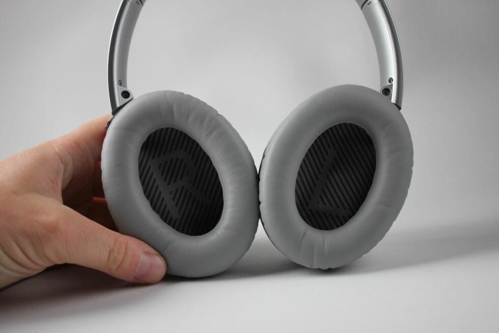 HØYRE OG VENSTRE: I tilfelle man er i tvil om hvilket øre som skal hvor. Foto: PÅL JOAKIM OLSEN