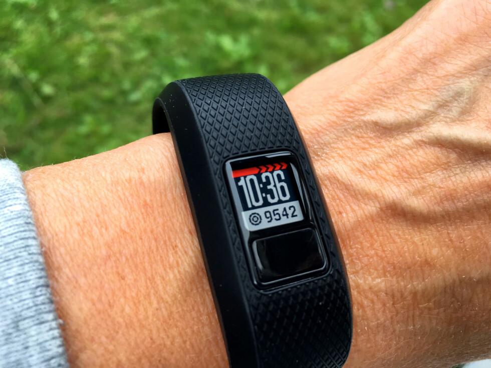LANGT IGJEN: Noe av det du kan få informasjon om, er hvor mange flere skritt du må gå før du er i mål med dagens målsetting. Her er det 9.542 skritt igjen. Foto: KRISTIN SØRDAL