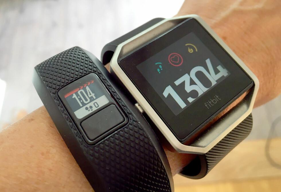 KLUMPETE: Selv om Garmi Vivofit3 er ganske smal, er den både høyere og mer klumpete på armen enn Fitbit Blaze. Foto: KRISTIN SØRDAL