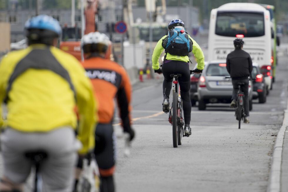 <strong><B>REGLER:</strong></b> Syklister skal som hovedregel oppføre seg som syklister når de er i veibanen. Vikepliktreglene kan likevel skape forvirring. Foto: JON OLAV NESVOLD/NTB SCANPIX