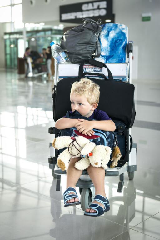 AVGIFTSFRI: Barn under to år skal ikke betale flypassasjeravgift, uansett om de sitter i eget sete eller ikke. Foto: PLAINPICTURE/NTB SCANPIX