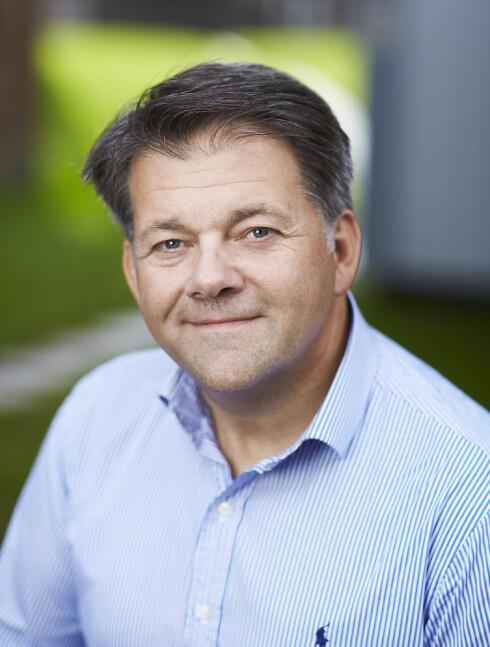 NYE REGLER: Seniorrådgiver Ole-Herman Tronerud i Mattilsynet opplyser om de nye kjæledyrpassene. Foto: MATTILSYNET