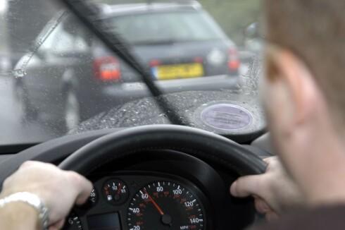 KØ PÅ VEIENE: Dersom man velger bil fremfor tog, mener NSB det kan føre til ytterligere kaos på veiene. Foto: ALL OVER PRESS