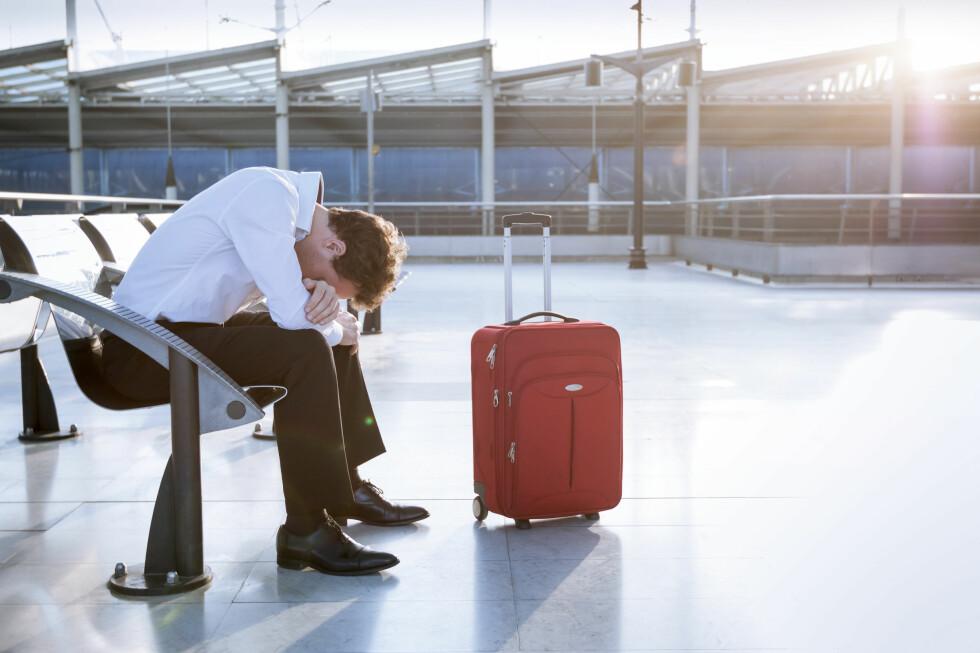 REDD FOR Å FLY? Kunnskap om flyreisen og hva som skjer med flyet underveis, kan hjelpe flyredde å mestre skrekken. Alkohol-konsum er en av tingene som typisk ikke hjelper ... Foto: NICO ELNINO/SHUTTERSTOCK/NTB SCANPIX