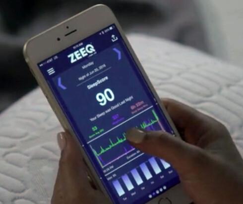 <strong><B>ANALYSERE</B>:</strong> Søvnkvaliteten måles og analyseres gjennom den medfølgende appen. Foto: ZEEQ