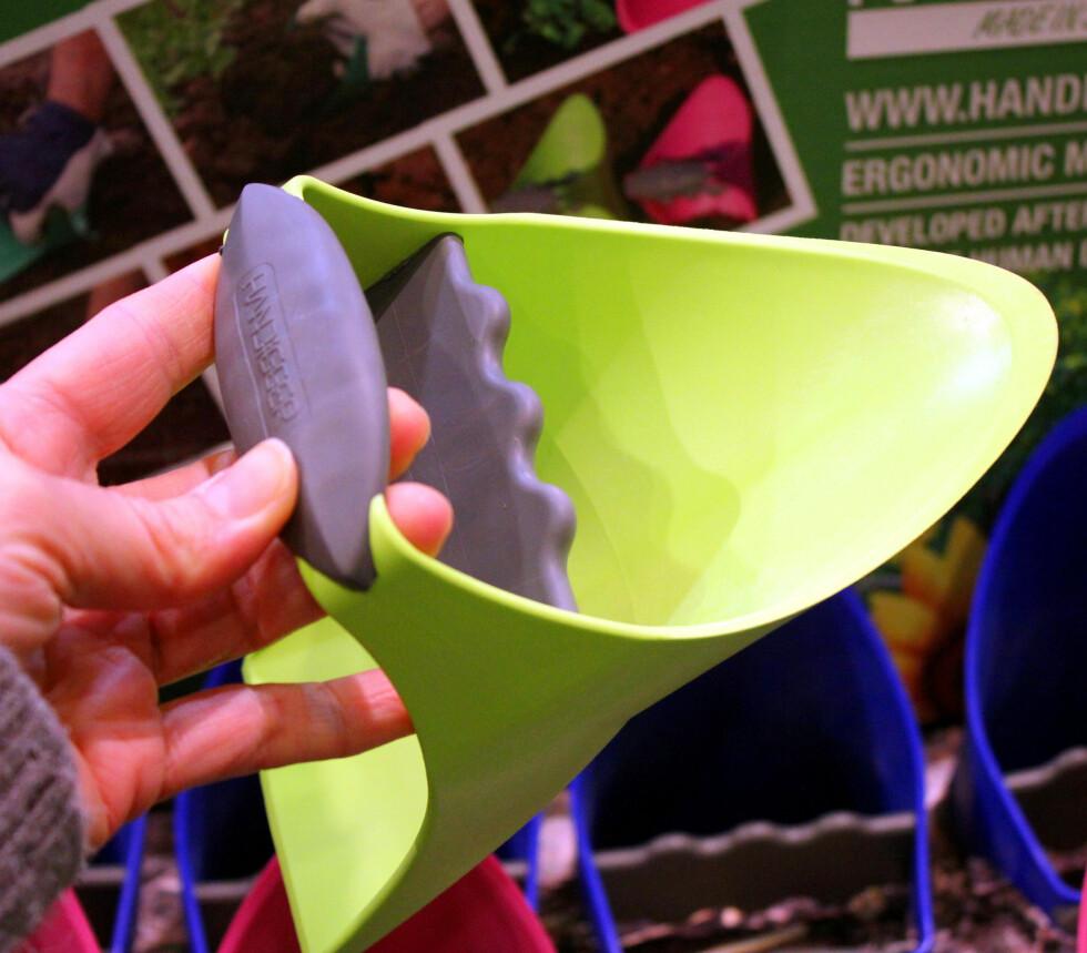 I STEDET FOR SPADE: Handigger heter denne håndgraveren, og du får den hos flere hagebutikker. Den koster rundt 140 kroner, og fås i flere farger og fasonger. Foto: KRISTIN SØRDAL
