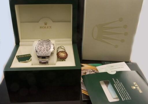 BØR FØLGE MED: Eske, sertifikat og annet originalt tilbehør er viktig for å fastslå at uret er ekte. Foto: PHILIPPINE WATCH CLUB/PHOTOBUCKET