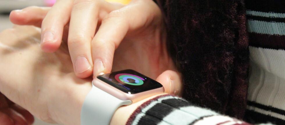 MASEKLOKKE: Det er mye som gjenstår før påkledbar teknologi blir sosialt kompetent.  Foto: OLE PETTER BAUGERØD STOKKE