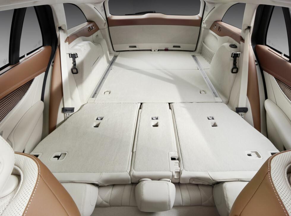 RAUST: Plassen i bagasjerommet er helt enkelt enorm. Det rommer fra 670- til 1.820 liter.  Foto: MERCEDES-BENZ