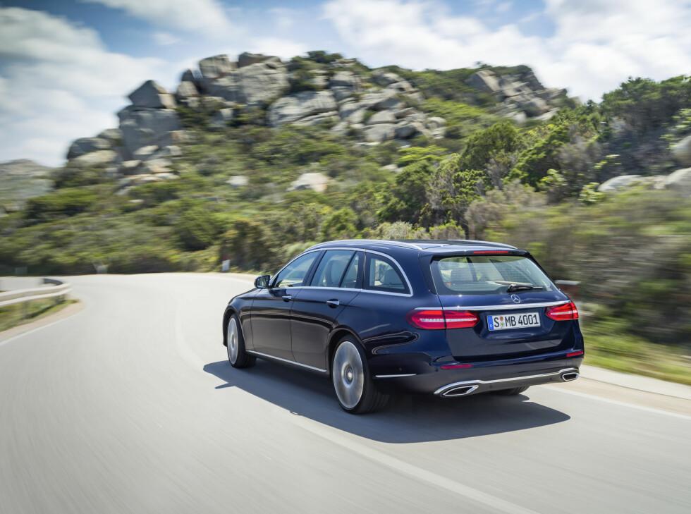 KJØREGLAD: Kjøreegenskaper er kraftig forbedret på nye E-klasse. Det samme er støynivået.  Foto: MERCEDES-BENZ