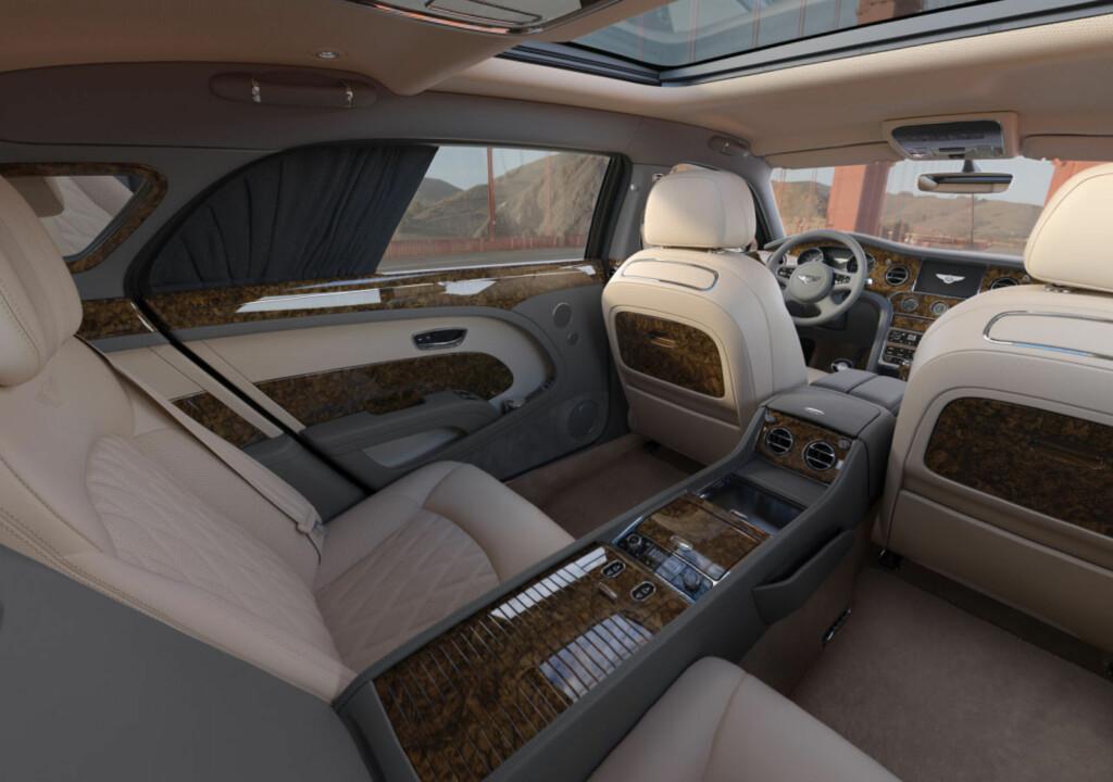 GEDIGEN LUKSUS: Her ser vi interiøret av Bentley Mulsanne EWB. Den er den sentrale aktøren i det enorme bildet den britiske luksusbilprodusenten Bentley har publisert. Foto: BENTLEY