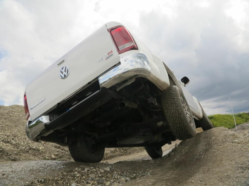 <strong><b>OFF-ROAD:</strong></b> Bilen takler 45 graders helling, og en vadedybde på 50 centimeter.  Foto: Fred Magne Skillebæk