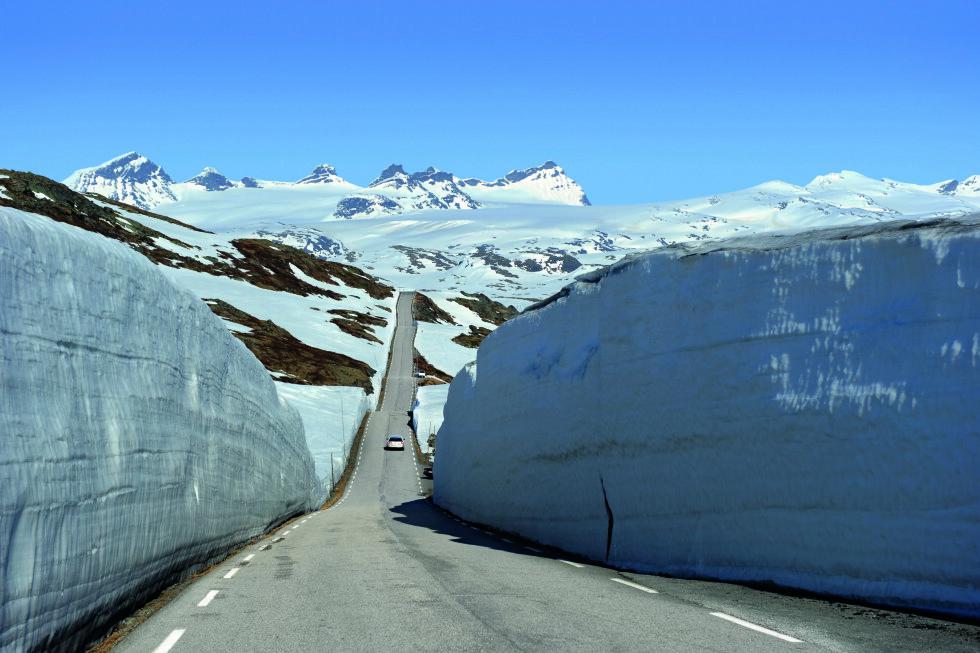 SOGNEFJELL: En tur tidlig i sesongen kan være spektakulær, selv for nordmenn.  Foto: Jarle Wæhler / Statens vegvesen