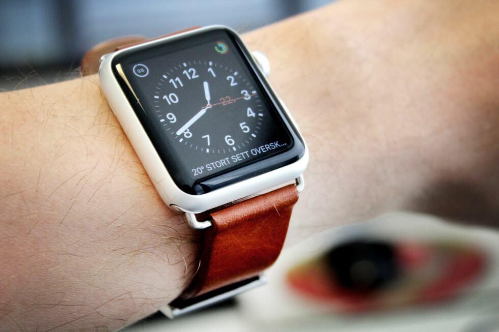 FIN STAND: På Finn.no finner du Apple Watch til 2.500 kroner. Dette er en av dem. Vi fikk den med eske og i tilnærmet perfekt stand.  Foto: OLE PETTER BAUGERØD STOKKE
