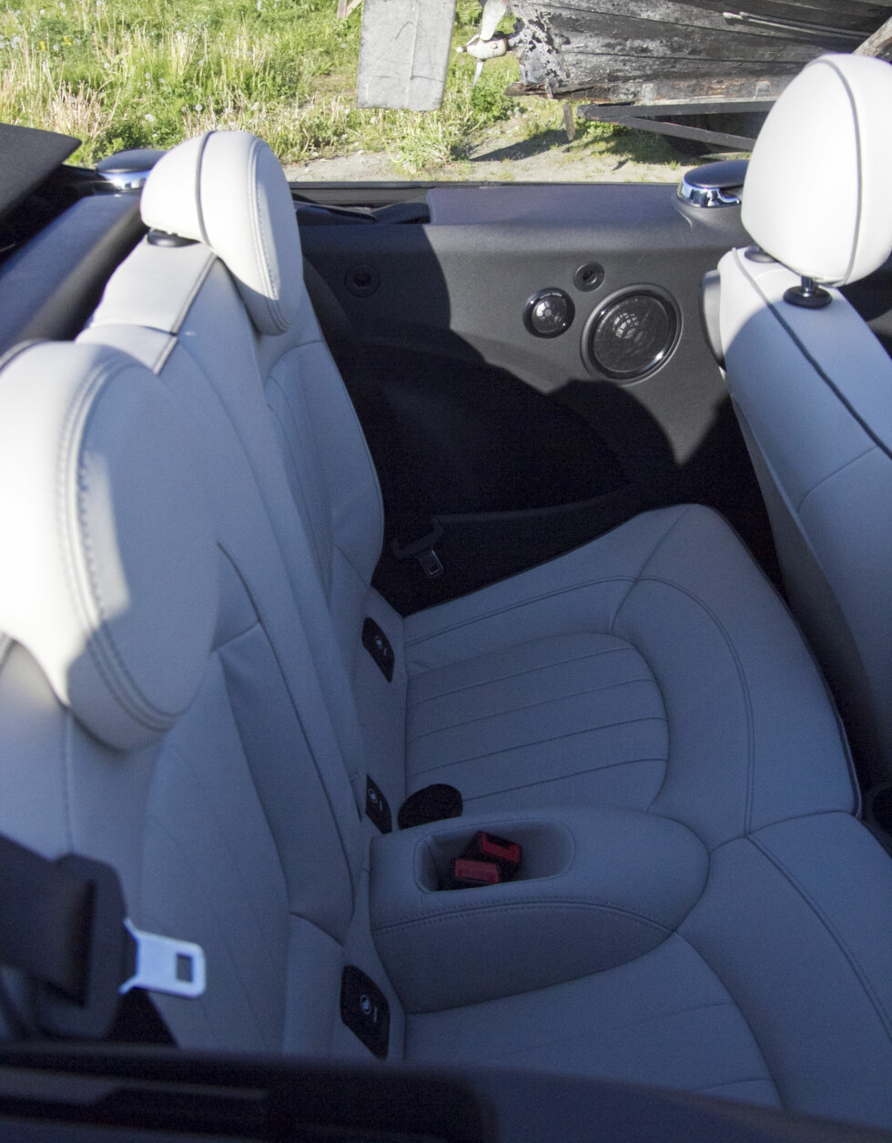 TRANGT: Du skal være ganske stutt i beina om du skal kunne sitte bak en fullvoksen sjåfør.  Foto: MAGNUS G. ARNKVÆRN