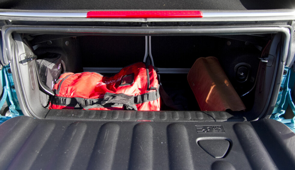 BAGASJE: Det er ikke plass til stort mye mer enn et par flightkofferter i bagasjen.  Foto: MAGNUS G. ARNKVÆRN