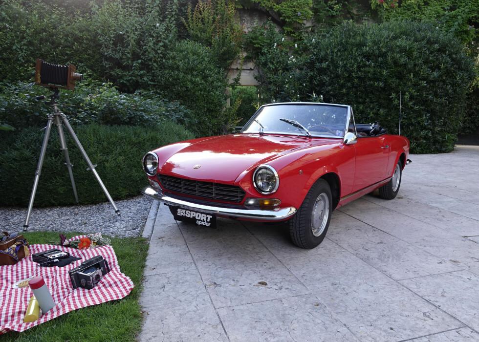 DEN ORIGINALE: Fiat hadde tatt med seg en 124 Sport Spider til lanseringen av den nye. Foto: KNUT MOBERG