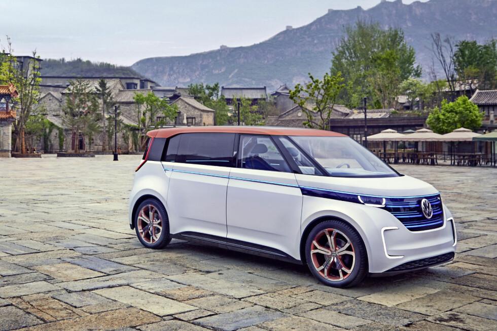 ELEKTRIFISERER: Volkswagen skal nå trappe opp kraftig sin innsats når det gjelder elektrifisering: Hele 30 elbil-modeller skal lanseres fra nå til 2025. (Bildet viser konseptbilen BUDD-e fra i fjor). Foto: VOLKSWAGEN