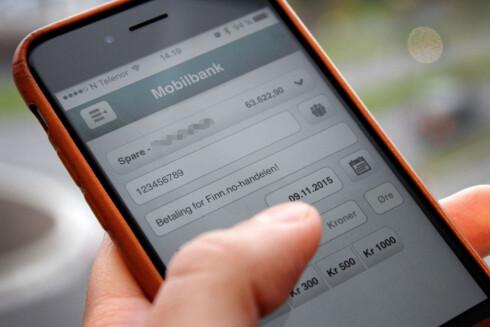 FØLG MED: Bruker du mobilbank, som alle de store bankene nå tilbyr, er det enkelt å følge med på utgiftene. Det kan lønne seg. Foto: OLE PETTER BAUGERØD STOKKE