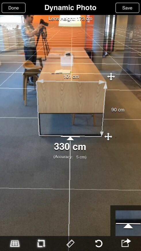 BRUKER TRIGONOMETRI: Så lenge du peker den nederste linja langs gulvet rett under der du skal måle, kan EasyMeasure være ganske nøyaktig. Foto: PÅL JOAKIM OLSEN