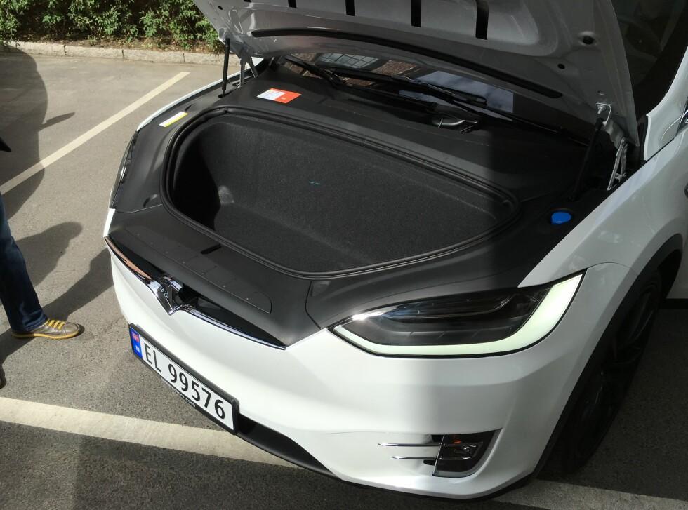 BAGASJEROM: Velger du Model X med syv seter er det også praktisk å ha oppbevaringsmuligheter i front, med plass til en kompakt hockeybag.  Foto: JAMIESON POTHECARY