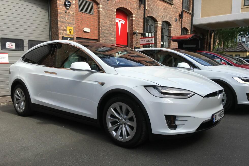 PÅ PLASS: Utenfor Teslas lokaler på skøyen fikk vi idag vår første prøvetur med Tesla Model X.  Foto: JAMIESON POTHECARY